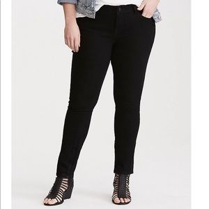 Torrid | NWT Black Curvy Skinny Jeans, 22R